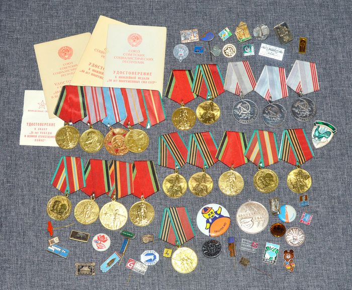 Russia - Collection of Russian 19 x medals, 41 x badges, 4 documents - Medal