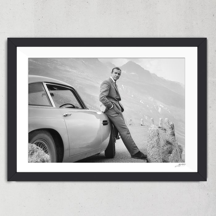 James Bond 007: Goldfinger - Sean Connery with Aston Martin DB5 - Foto, Framed display - 05/50 with COA (75x55 cm)