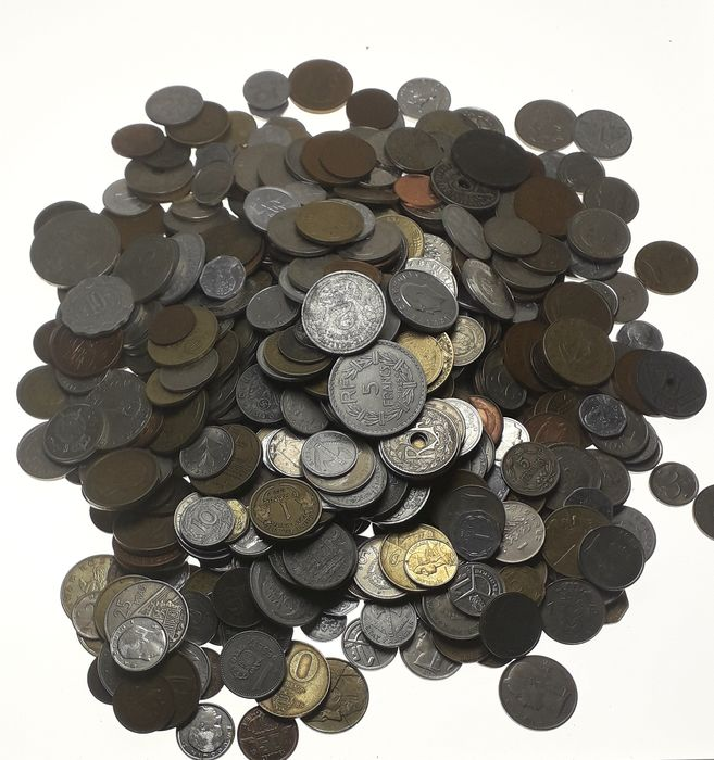 World. Lot various Worldcoins (± 700 pieces) incl. some silver