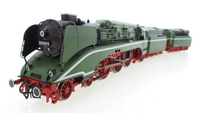 Roco H0 - 63198 - Steam locomotive with tender - BR 02 with double tender including presentation rail - DR (DDR)