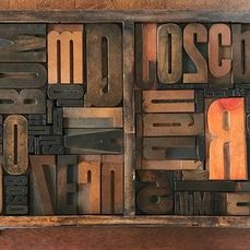 Letter tray with old wooden block letters, type foundry Amsterdam - Wood