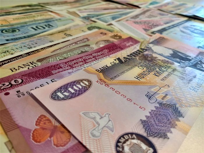 World - 300 different banknotes - Various dates