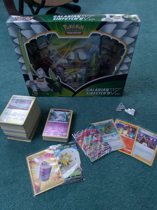 Pokemon/Nintendo collection with Sir fetched V kit - Trading card