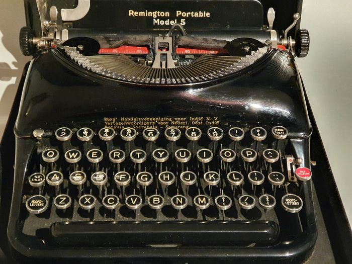 Attr. Oscar Bruno Bach - Remington Rand Portable model 5 - Streamline Style Typemachine, 1930s - Staal
