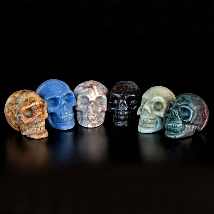 A fine selection of various minerals skulls - 4.9×5.3×5.1 cm - 536 g - (6)