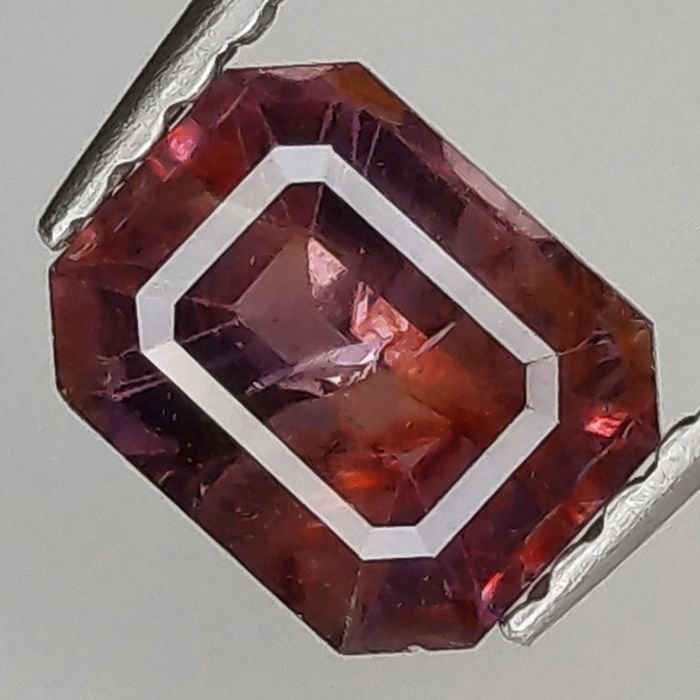 Red Sapphire - 1.01 ct
