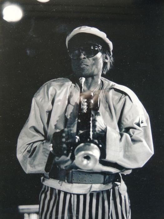 Stunning Miles Davis - Stunning Big Photo - From The Icon Collection with COA & Duble LP Miles davis - We Want Miles - Bild - 1969/2012