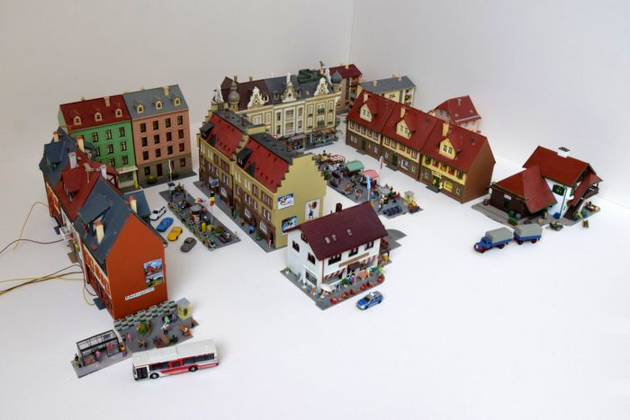 Faller, Pola, Preiser, Wiking N - Scenery - Town with market and local bus