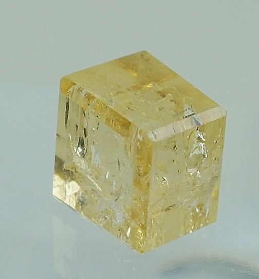 No Reserve,  orange facetted cuboid Imperial Topaz - 6.77 ct