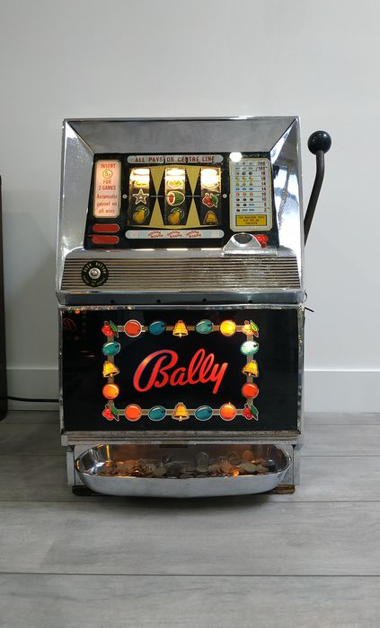 Bally USA Antique Slot Machine One-arm Bandit Spin a Winna 1964 (1) - Chrome / Bois
