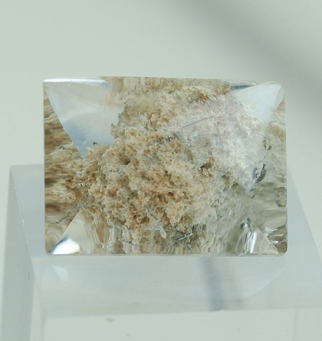 Rock-Crystal with Chlorite - 22.15 ct