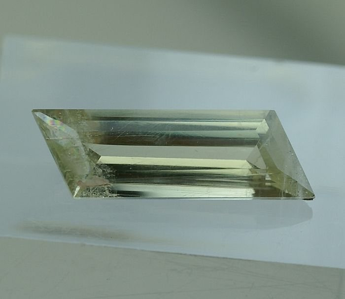 Color change,  yellowish green to brown-pink Diaspore - 4.28 ct