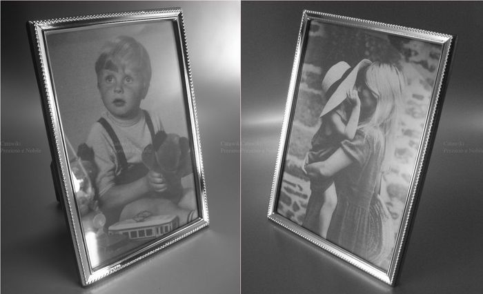 Two Photograph Frame - Small bright polished border plain with pearl - Photo size 10x15 and 13x18 cm (2) - 925 sterling silver - Italy - around 2000