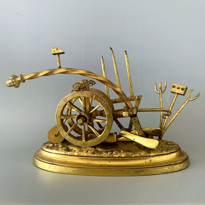 Sculpture, a plow and various agricultural tools - Realist - Bronze (gilt) - ca. 1900