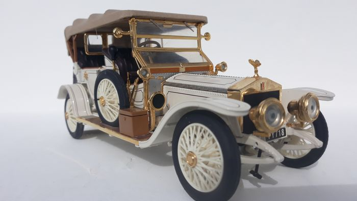 Franklin Mint - 1:24 - The 1911 Rolls Royce Tourer in splendid white - Created with many 24cwt Gold plated parts.