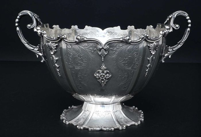 Centerpiece, Chiselled Fruit Bowl (1) - .800 silver - Italy - First half 20th century