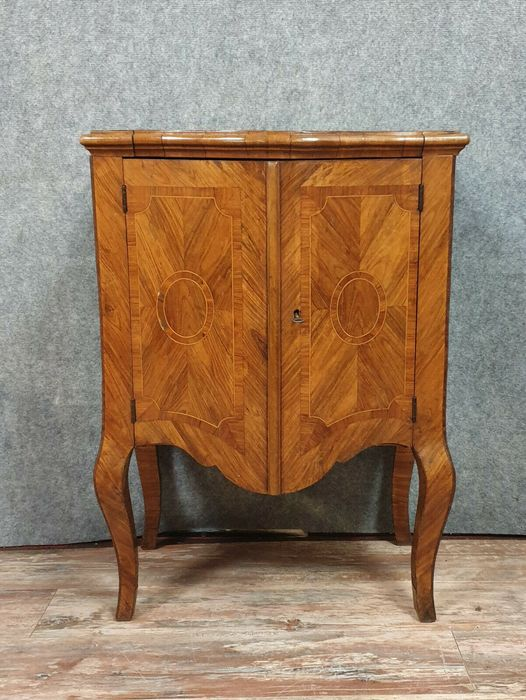 Chest of drawers with curved doors - Walnut, Marquetry - Second half 18th century