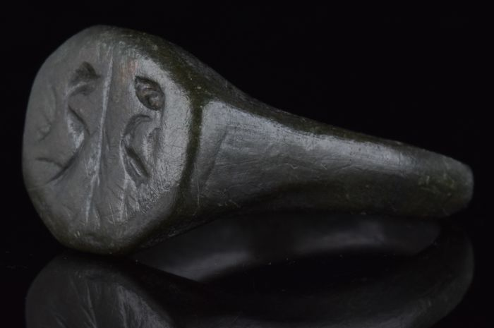 Ancient Roman Bronze Decorated Ring