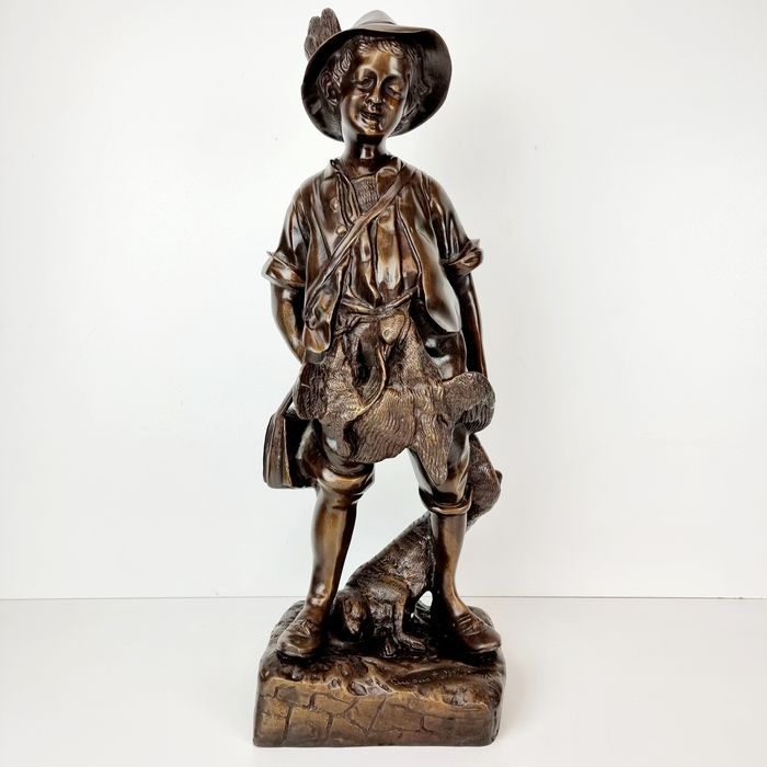 Sculpture, Young boy back from the hunt - Bronze - Late 20th century