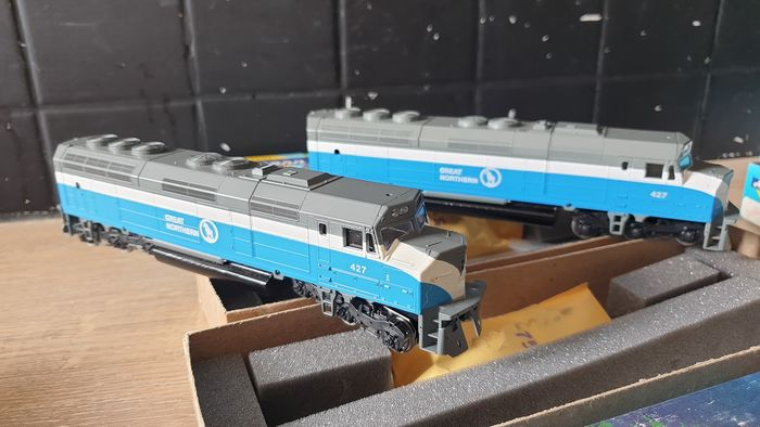 Athearn H0 - 3326/3306 - Train unit - 2x S.P. Daylight (pwr & dmy) - Southern Pacific