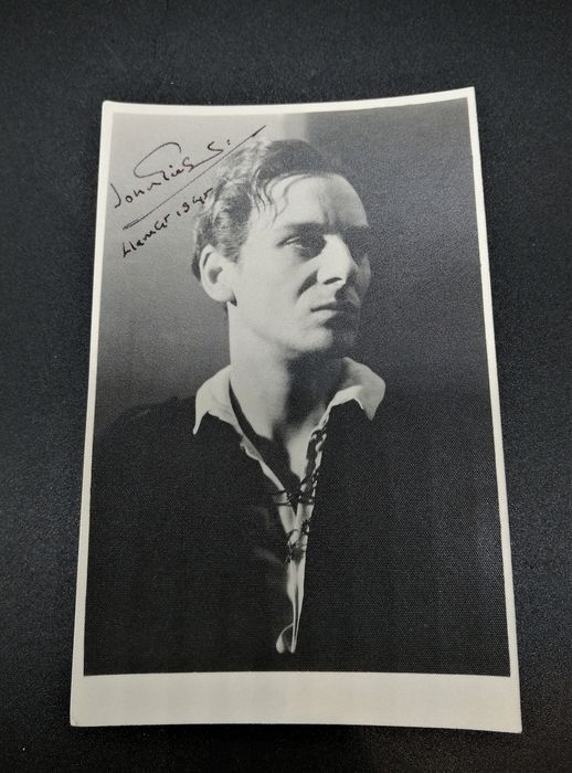 David Rees - Authentic photograph of John Gielgud in the classic role of Hamlet with signature and signed letter, - 1946