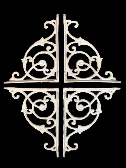 4 classic white corner supports / shelf supports (4) - Iron (cast/wrought) - recent