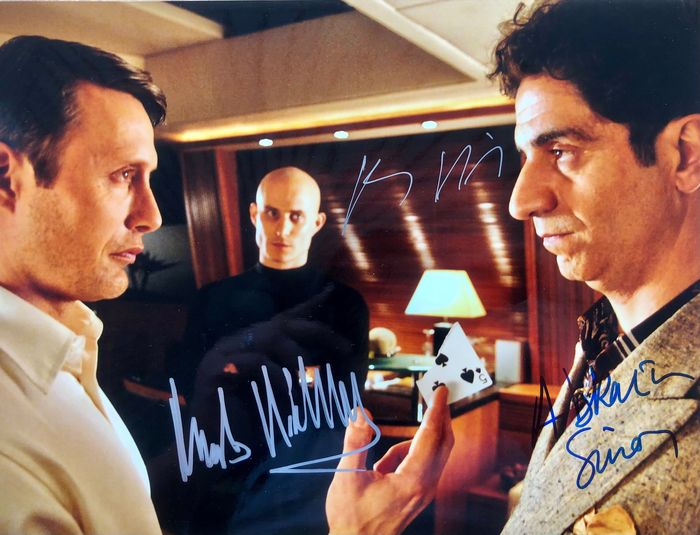 James Bond 007: Casino Royale - Triple signed by Mads Mikkelsen (Le Chiffre), Clemens Schick (Kratt) & Simon Abkarian (Dimitrios) - Autografo, Foto, Signed with Certified Genuine b´bc holographic COA