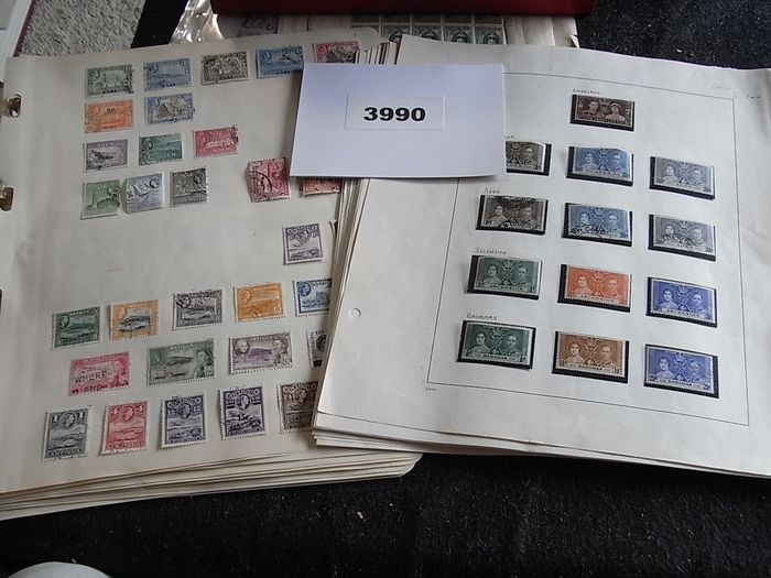 Brittiläinen kansanyhteisö 1900/1980 - Large batch of British Commonwealth in a large bundle of pages