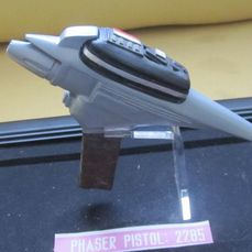 Star Trek: Generations (1994) - Materiale cinematografico, Phaser Pistol Type 2 (2285) - Screen used - Displayed on Captain Kirk's Trophy Wall in the film - with COA by Paramount Pictures/Viacom/Globo Ass. (2003) - see images and description