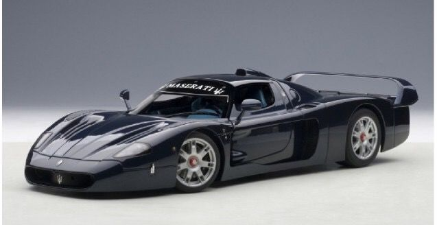 Autoart Signature Series - 1:18 - 2004 - Maserati MC12 Road Version - Dark Blue - Opening hood, doors and trunk