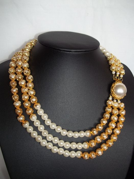 """Franklin Mint - """"A Day and A Night for Pearls"""" Pearl Necklace with C.O.A. - 22 Carat gold-plated - Very, very rare - Mint condition."""
