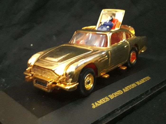 James Bond 007: Goldfinger - Sean Connery - Corgi Toys - 1:43 - Ajoneuvo Gold Plated - 30th Anniversary Aston Martin Limited Edition