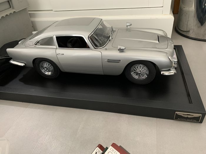 Eaglemoss - 1:8 - Aston Martin DB5 James Bond - James Bond en 1964 «Goldfinger».
