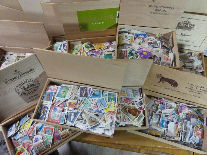 Monde - Thousands of topical stamps in eleven cigar boxes