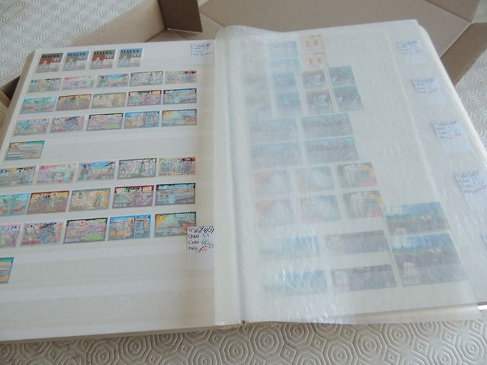 Malta 1964/1999 - Collection with duplicates on binder pages.