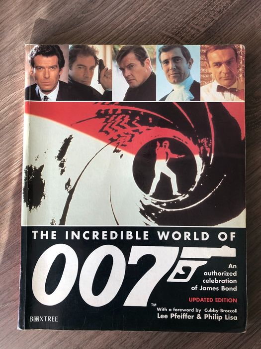 """James Bond - """"The Incredible World of 007"""" Signed in person by Author and 5x 007 Legends at Pinewood Studios - Boek, Handtekening, Lee Pfeiffer (Author), Lois Maxwell, Shirley Eaton, Guy Hamilton, Christopher Lee, Desmond Llewelyn - See images and description"""