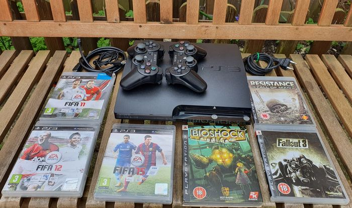 Sony PlayStation 3 Slim with two Controllers - Console met Games (6)