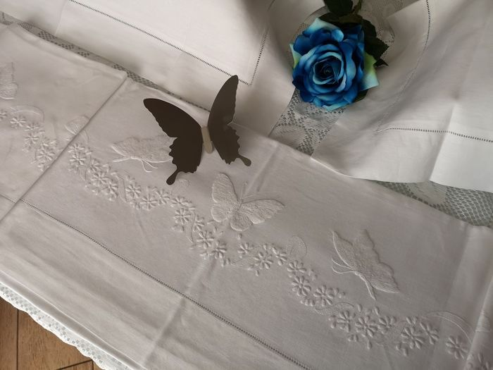 Pure linen sheet with hand embroidery butterflies full stitch 265x280 cm - Lino - 21° secolo