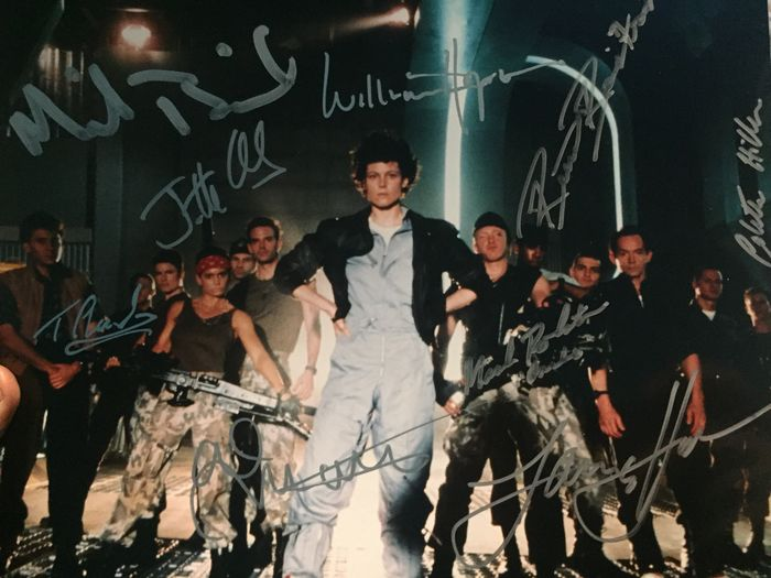 Aliens (1986) - Multi Signed by 9 actors, incl. Michael Biehn, Lance Henriksen - see images & description - Foto, Handtekening, All obtained in person at London Comic Con