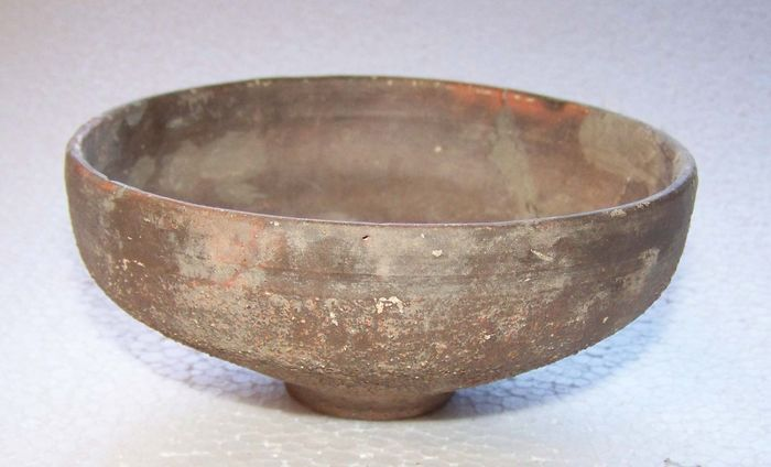 Ancient Roman Earthenware earthenware bowl with sand sprinkling on foot - 12.5×0×5.7 cm - (1)
