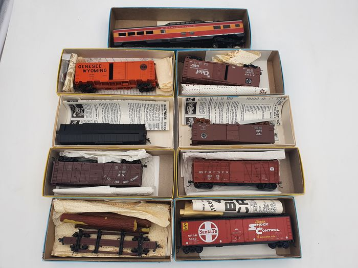 Walthers, Athearn, Accurail, Accurate F. Inc., Kadee, other H0 - 1788/5016/4208/1003 - Freight carriage, Passenger carriage - Santa Fe, Southern Pacific, G&W, S.P., Pennsylvania, other