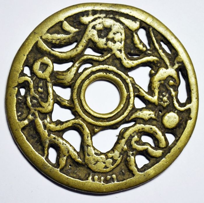 Kiina, Song dynasty. AE Amulet / Charm coin ND ca 13-14th century, openwork