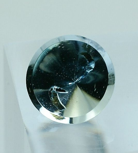 Blue Topaz with unknown Crystal inside - 4.58 ct