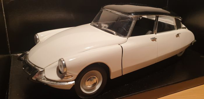 Solido - 1:18 - Citroën DS berline - 1963