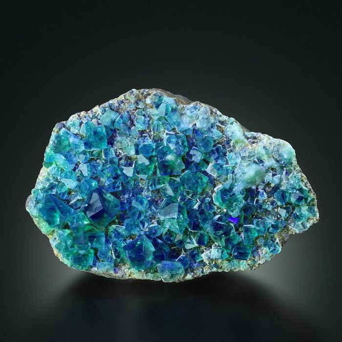 MUSEUM UV Active Green to Blue TWINNED FLUORITE Crystal cluster - 16×10×5 cm - 850 g