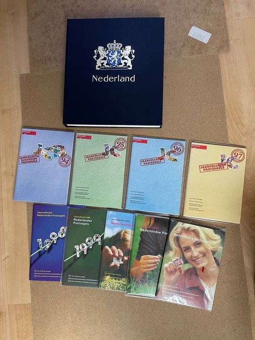 Niederlande 1977/2002 - Year collections and collections in Davo album