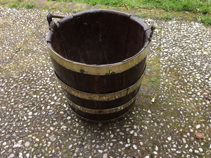 Very beautiful wooden bucket with various copper bands and copper handle - Copper, Wood - approximately 1850