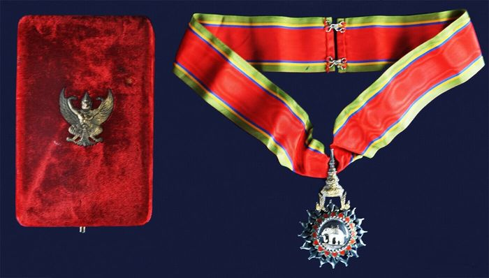 Thailand - COMMANDER (THIRD CLASS) OF THE MOST EXALTED ORDER OF THE WHITE ELEPHANT WITH RIBBON AND ORIGINAL BOX - 1990