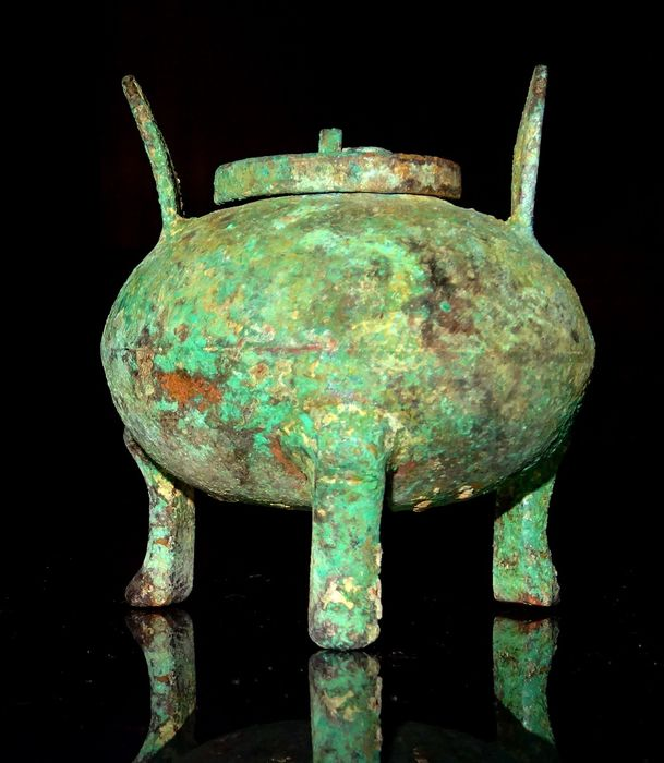 Ancient Chinese Bronze Tripod incense burner with cover - Han Dynasty (206 BC – 220 AD) - 7.1×6.3×6.3 cm