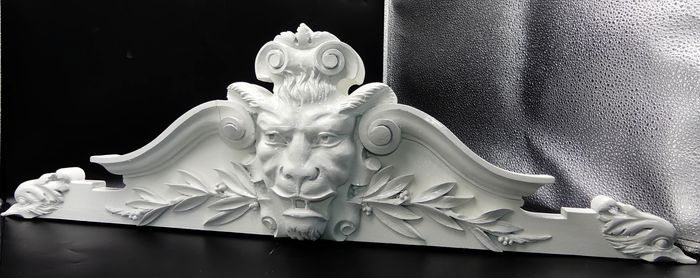 Architectural element with lion head decor - Wood - Early 20th century